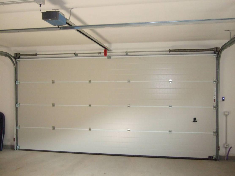 Porta sezionale per garage asia global service - Porta garage sezionale prezzi ...